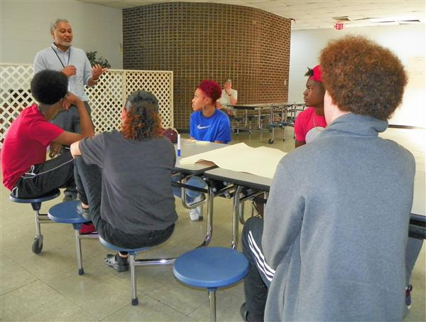 VCHS Principal, Student Leaders Meet