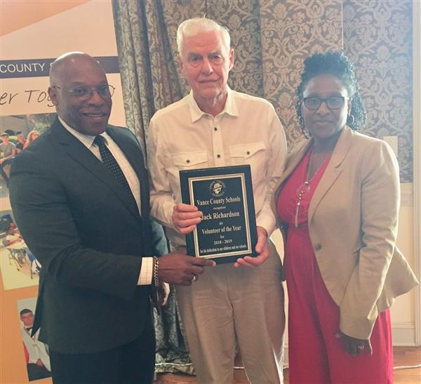 Jack Richardson Receives VCS Volunteer of the Year Award
